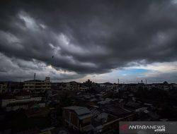Hujan lebat diprakirakan meliputi sebagian besar provinsi